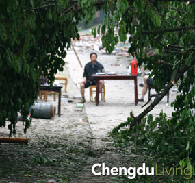 Man rests on Qingcheng Shan